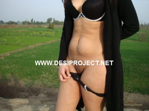 Pakistani Zareen Naked Outside